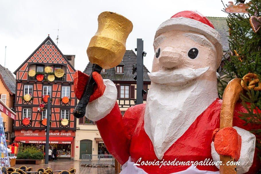 Escultura de Papá Noél en Selestat, uno de los pueblos más bonitos de Alsacia - Los viajes de Margalliver