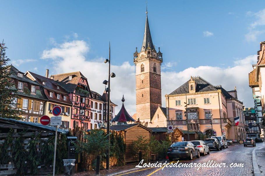 El famoso campanario de Obernai en nuestra ruta en coche por Alsacia en Navidad - Los viajes de Margalliver