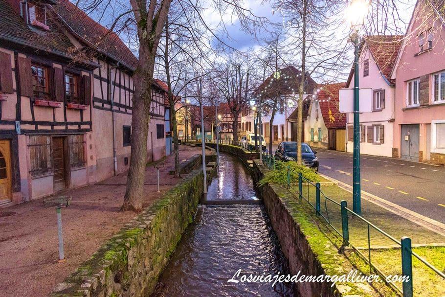 Los canales Scherwiller lo hacen un pueblo muy bonito de Alsacia - Los viajes de Margalliver