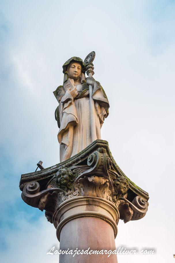 Estatua de Sainte Odile en Obernai, recorriendo Alsacia en Navidad - Los viajes de Margalliver