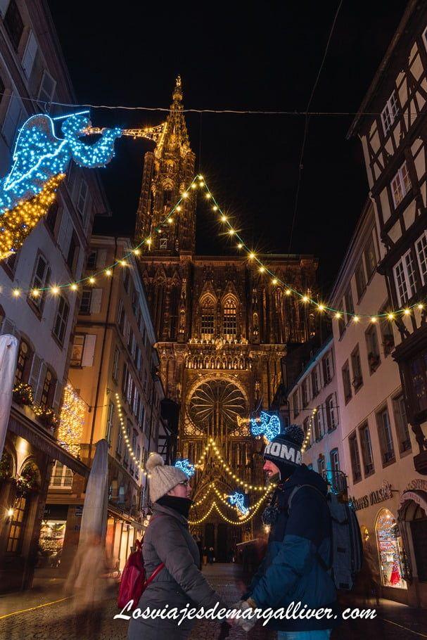 Equipo Margalliver frente a la Catedral de Estrasburgo de noche - Los viajes de Margalliver