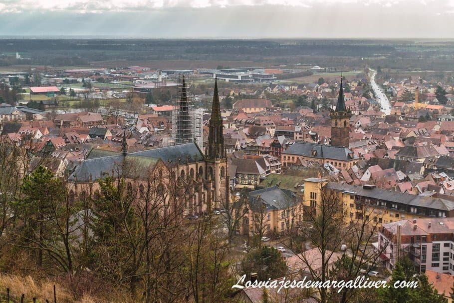 Vistas de Obernai desde el memorial por los caídos en la II Guerra Mundial - Los viajes de Margalliver