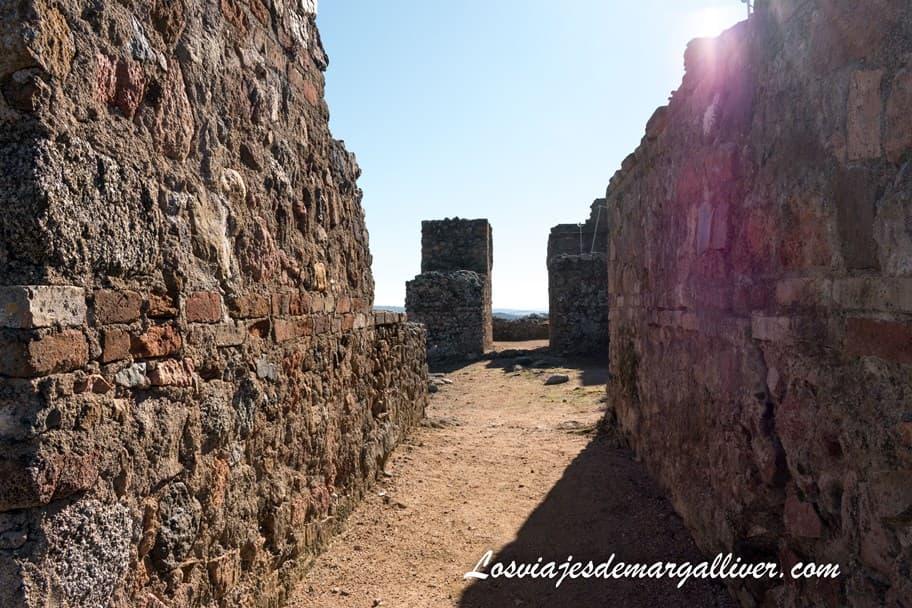 Restos del Santuario de Terrazas en el yacimiento arqueológico de Munigua - Los viajes de Margalliver