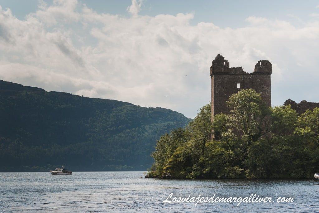 Gran Tower del castillo de Urquhart en la ruta de castillos por Escocia - Los viajes de Margalliver