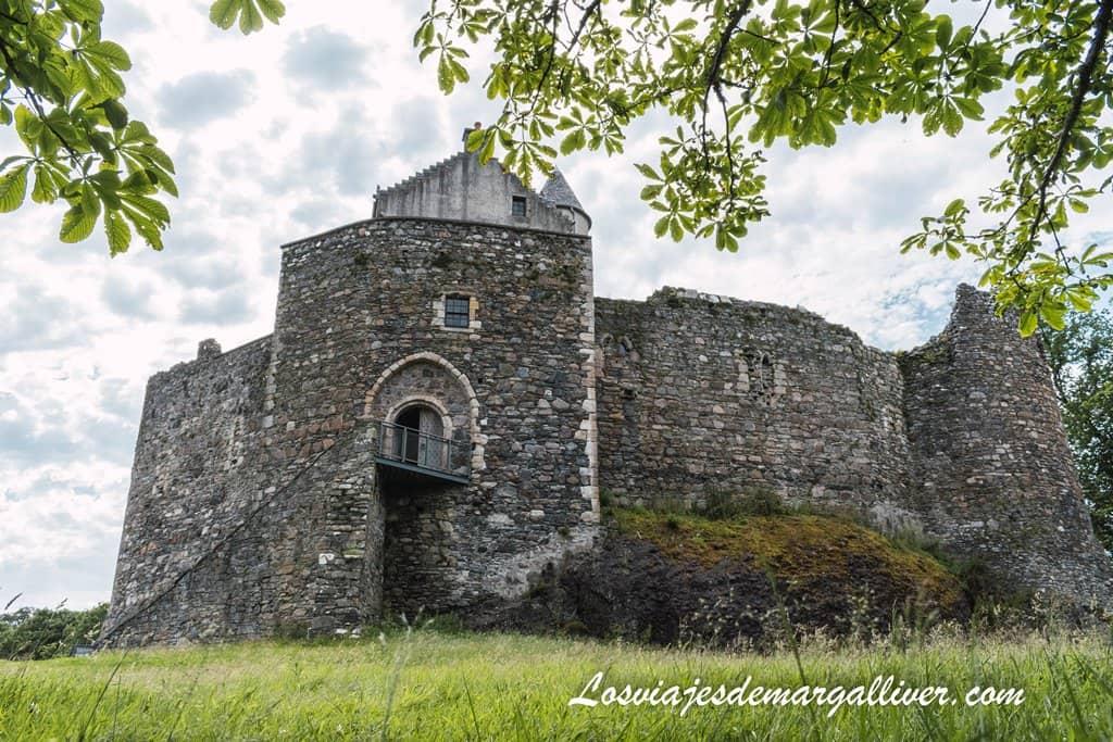 Puerta de Entrada al Castillo de Dunstaffnage en Escocia - Los viajes de Margalliver
