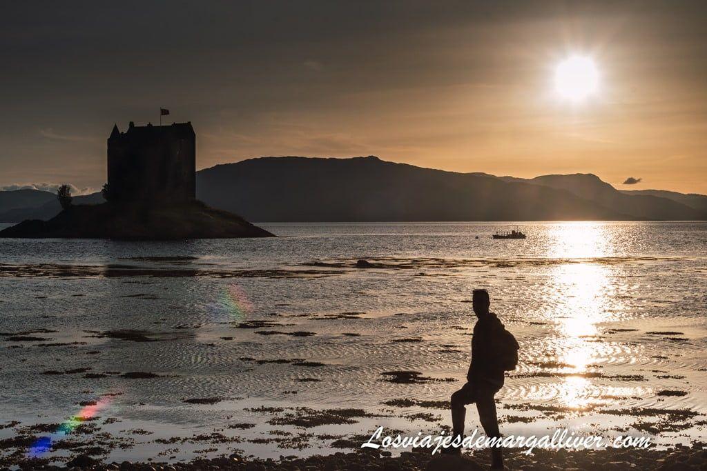 Visita al Castillo de Stalker al atardecer en Escocia - Los viajes de Margalliver