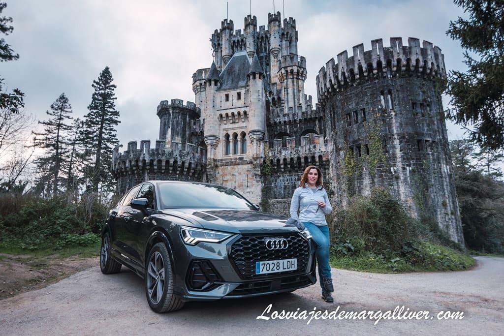 Margalliver presumiendo de coche y castillo en el País Vasco - Los viajes de Margalliver