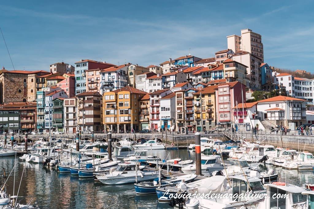 Puerto deportivo de Bermeo, una de las estampas más bonitas de este precioso pueblo costero del País Vasco - Los viajes de Margalliver