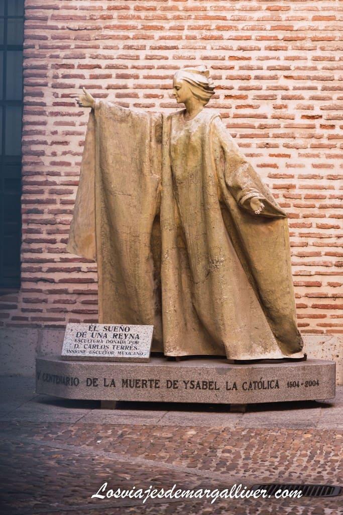 Estatua de Isabel la Católica en recuerdo de su muerte en Medina del campo - Los viajes de Margalliver