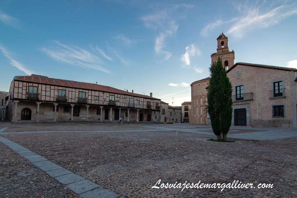 La plaza de la Villa de Arévalo, siguiendo los pasos de la Reina Isabel la Católica - Los viajes de Margalliver