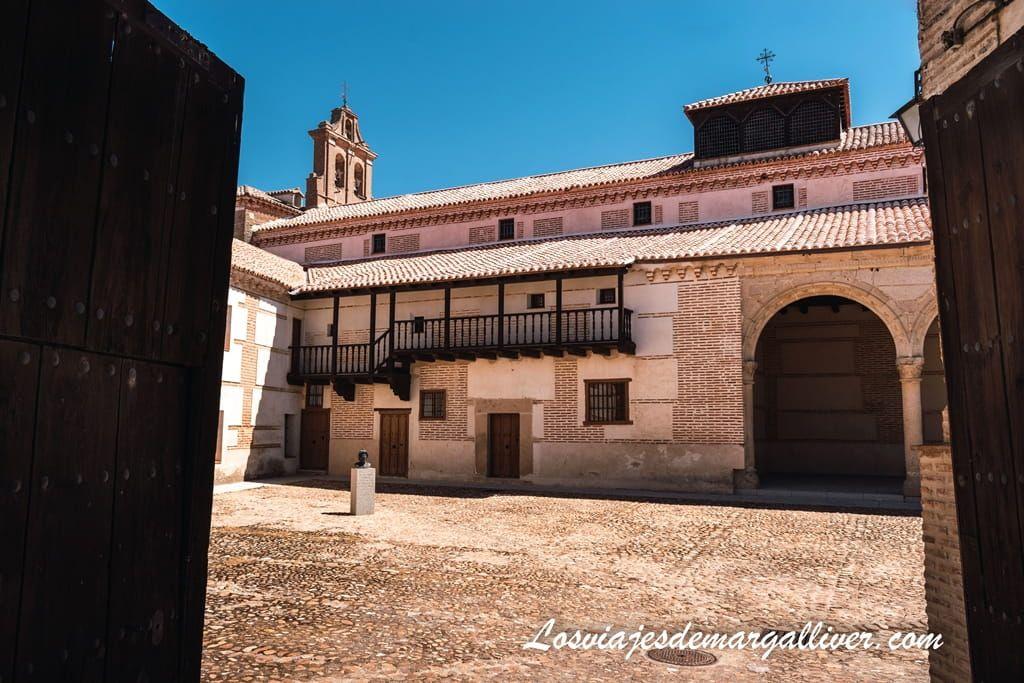 Palacio de Juan II, convento de clausura donde nació la reina Isabel de Castilla - Los viajes de Margalliver