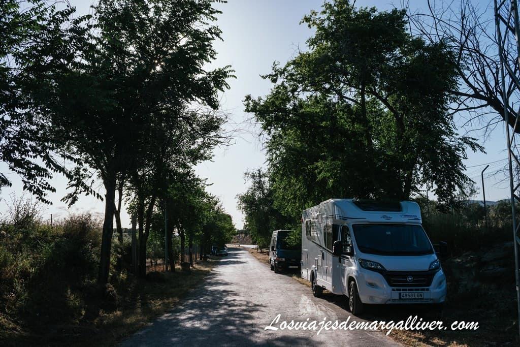Nuestra autocaravana en la Vía Verde de las Lagunas a su paso por Pedrera, en la Sierra Sur de Sevilla - Los viajes de Margalliver