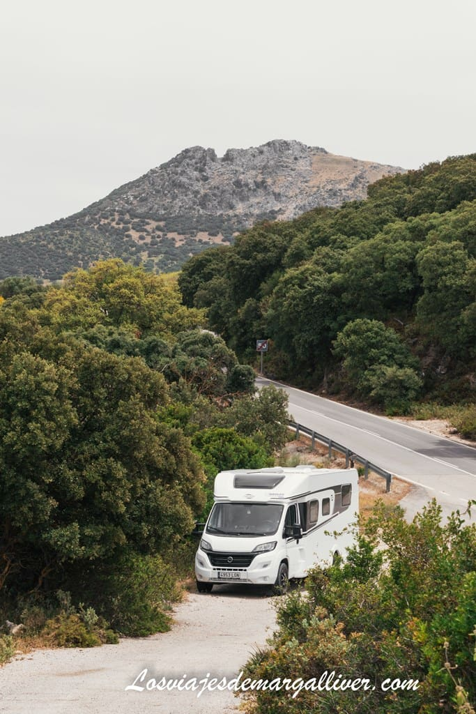 Nuestra autocaravana de autocaravanas hidalgo en una parada por la carretera de montaña de pruna - Los viajes de Margalliver