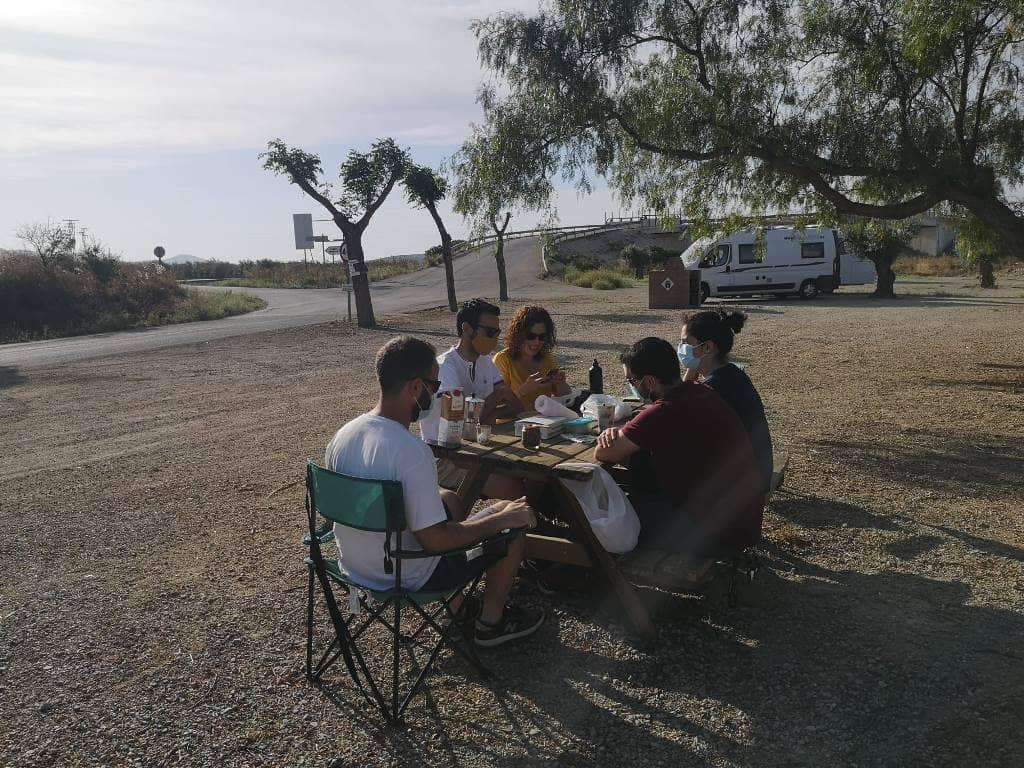 Desayuno en el área de autocaravana de Aguadulce - Los viajes de Margalliver