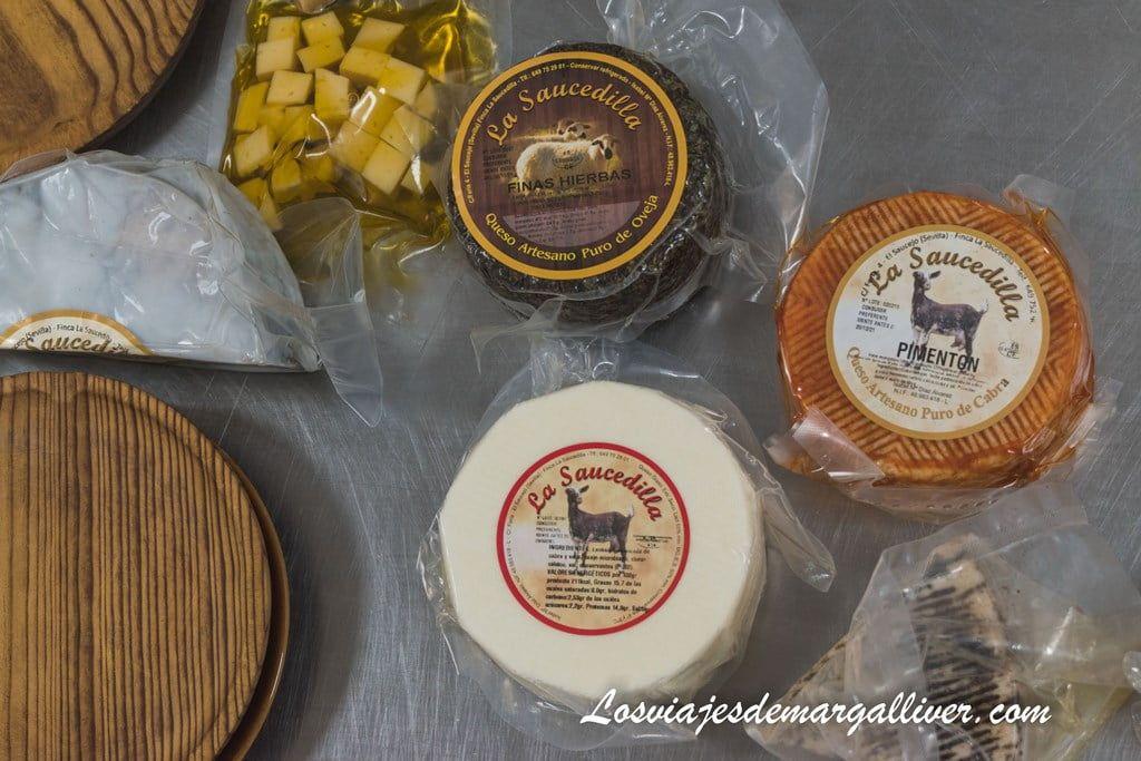 variedad de quesos de La Saucedilla en la sierra sur de Sevilla - Los viajes de Margalliver