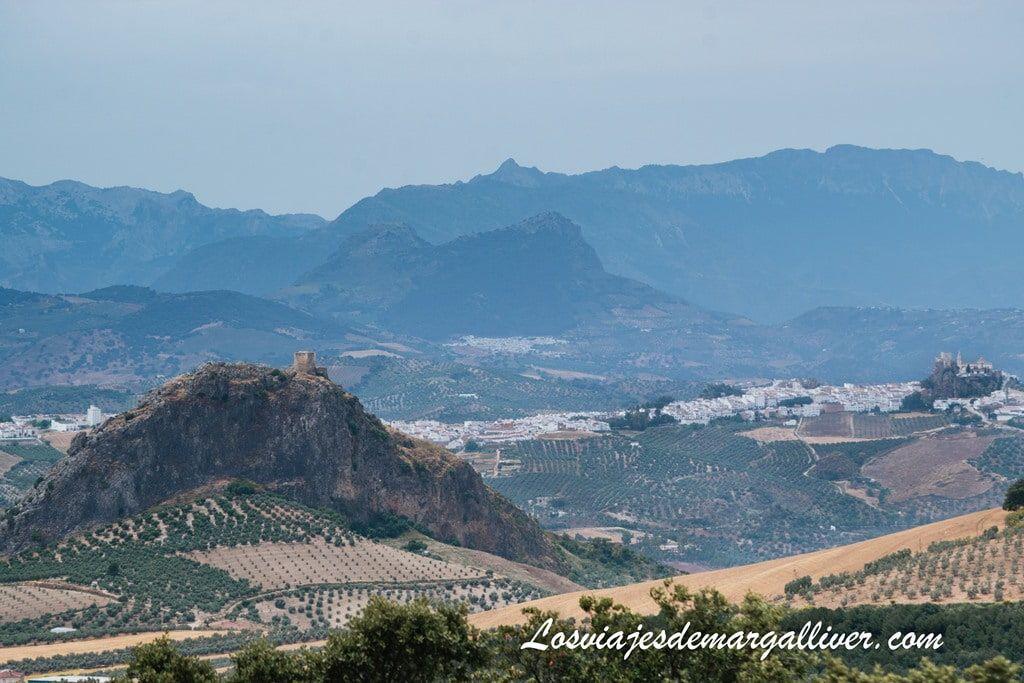 Vistas de el castillo de Pruna y Olvera desde la Ermita del Navazo , en la sierra sur de Sevilla - Los viajes de Margalliver