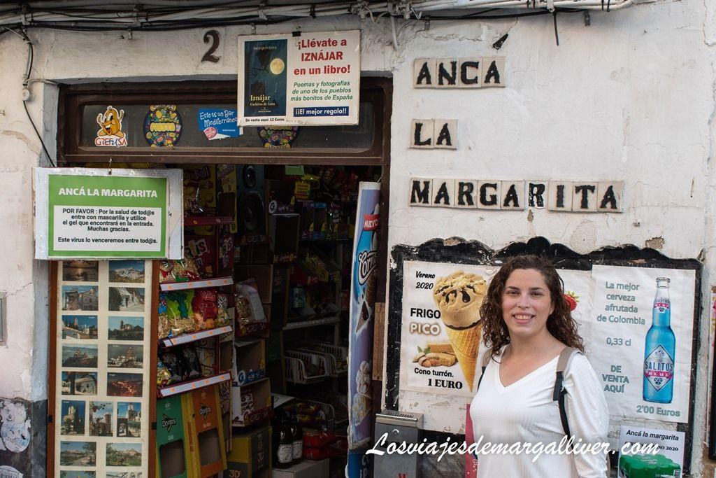Margalliver en el kiosko Ancá la Margarita en Iznájar - Los viajes de Margalliver