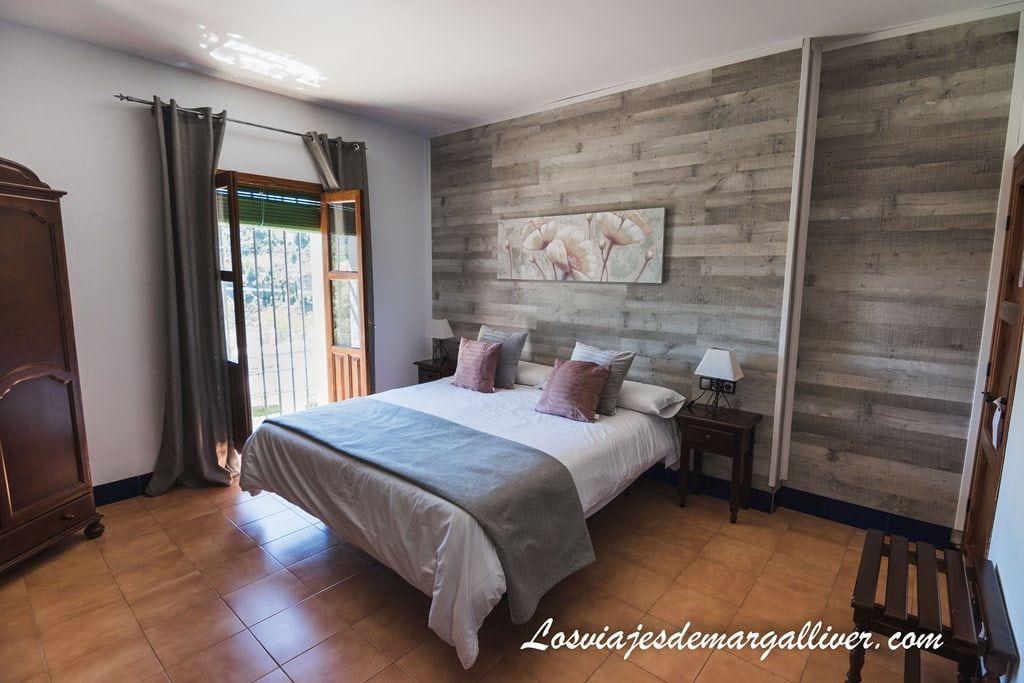 habitación doble de el Caserío de Iznájar, nuestro alojamiento - Los viajes de Margalliver