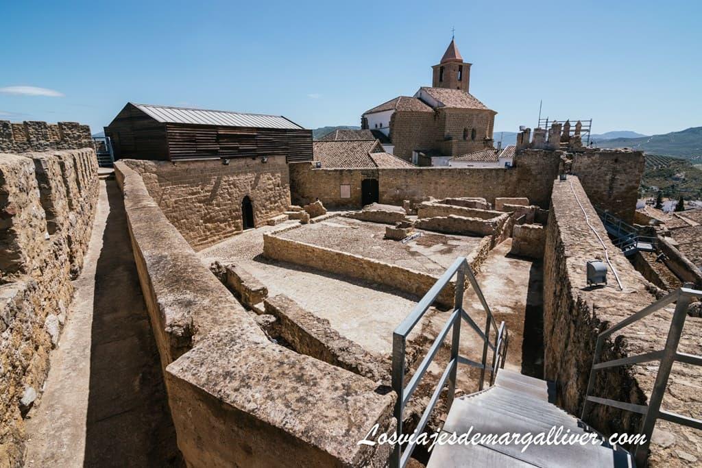 Panorámica del Interior del Castillo HISN-ASHAR - Los viajes de Margalliver