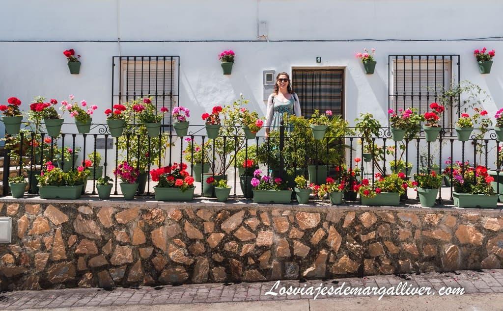 Margalliver en el patio de la Torre de Iznájar - Los viajes de Margalliver