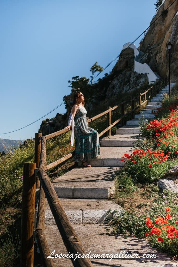 Escalera para subir al mirador Embalse en Iznájar - Los viajes de Margalliver