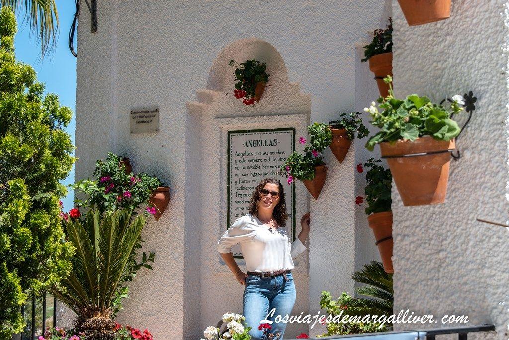 Margalliver en el patio de los Arcos del Coso en Iznajar - Los viajes de Margalliver