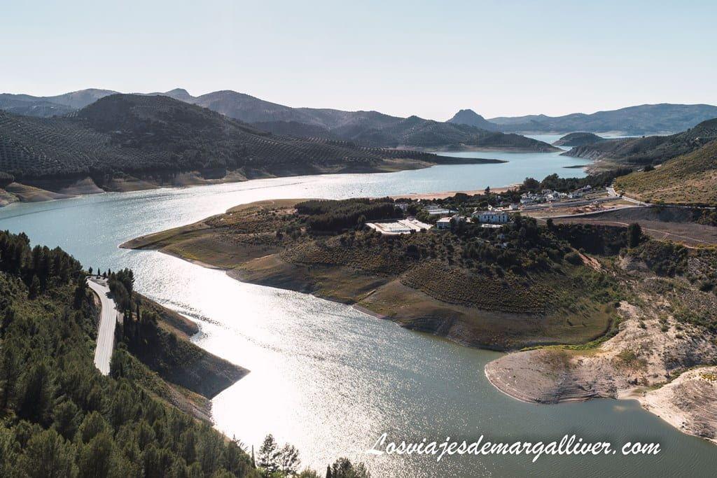 Vistas desde el mirador Embalse de Iznájar a la playa de Valdearenas - Los viajes de Margalliver