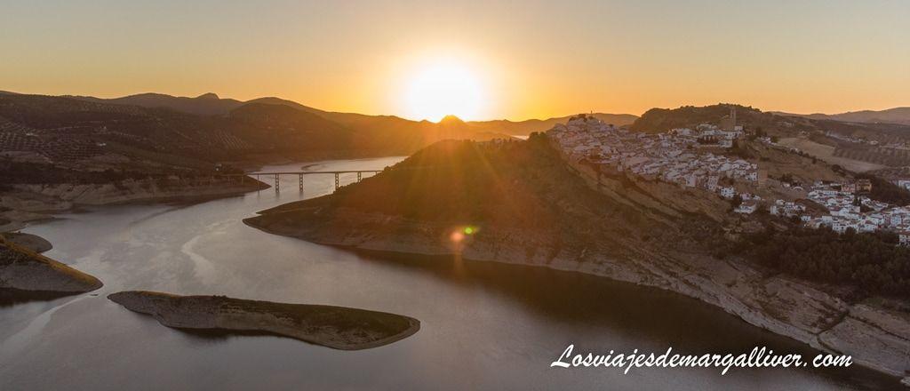 Atardecer desde el merendero de Iznájar - Los viajes de Margalliver