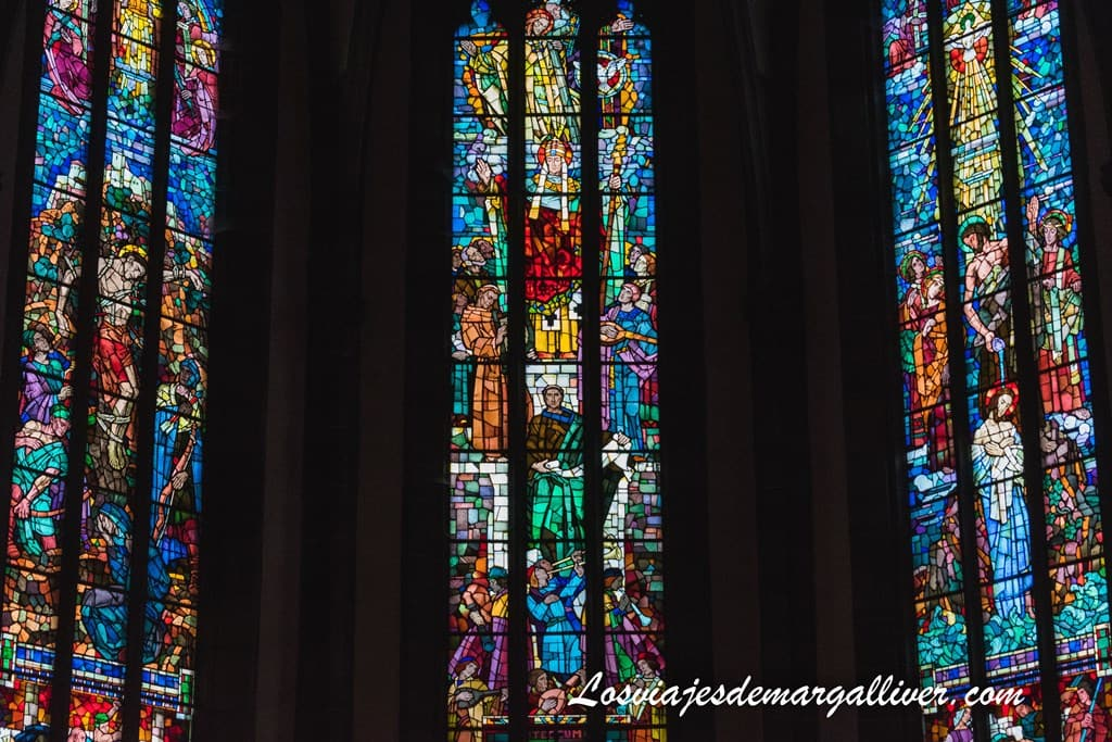 detalle de las vidrieras de la iglesia de San Gregorio en Ribeauvillé - Los viajes de Margalliver