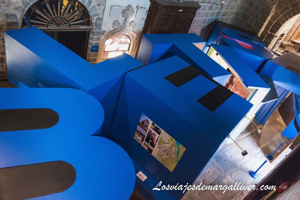 Mosaico de BLETISA que se ve desde el coro del centro de interpretación de Ledesma - Los viajes de Margalliver