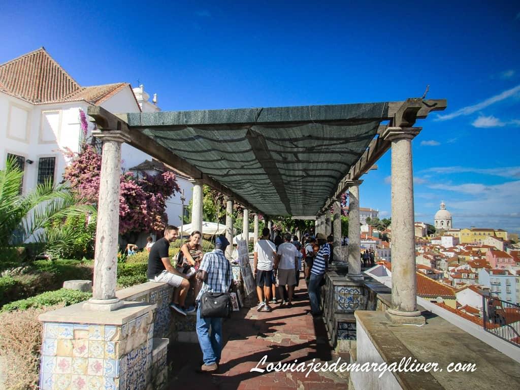 El mirador de Santa Lucía en Alfama en Lisboa - Los viajes de Margalliver