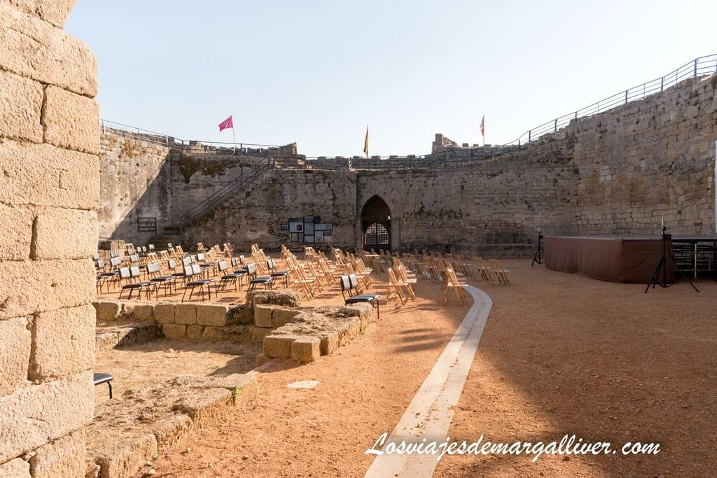 Interior del castillo de Ledesma - Los viajes de Margalliver