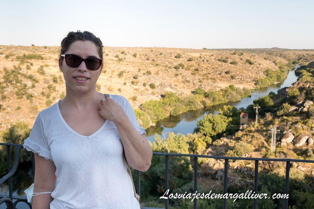 Margalliver en el mirador del río Tormes en Ledesma - Los viajes de Margalliver