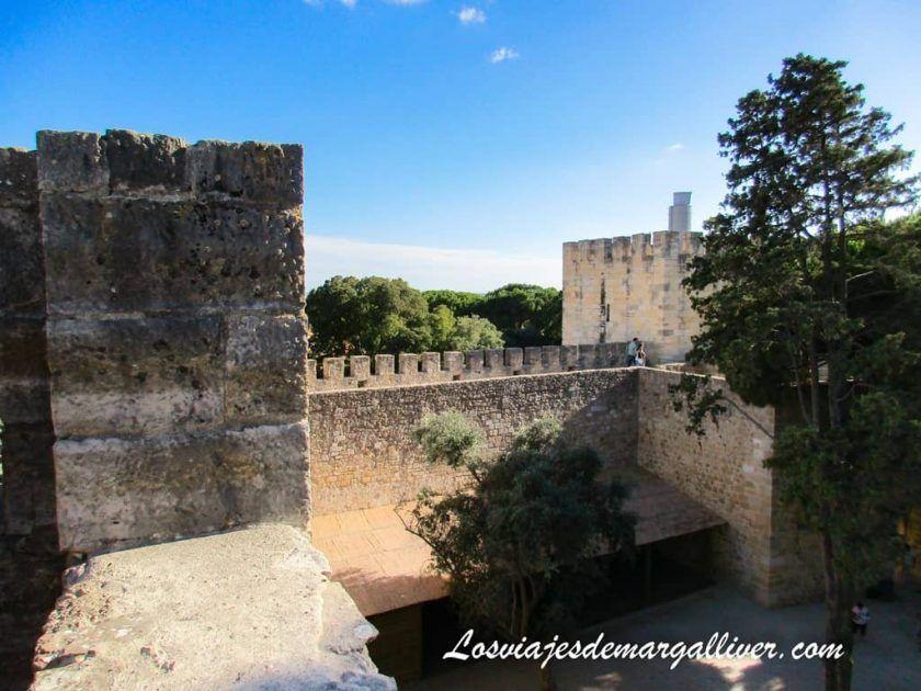 Murallas del Castillo de San Jorge en Lisboa - Los viajes de Margalliver