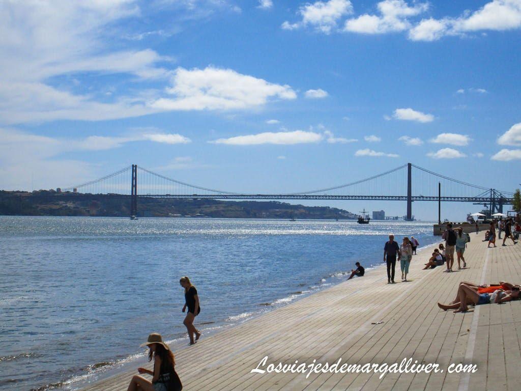 Paseo fluvial cerca de la plaza del Comercio en Lisboa - Los viajes de Margalliver