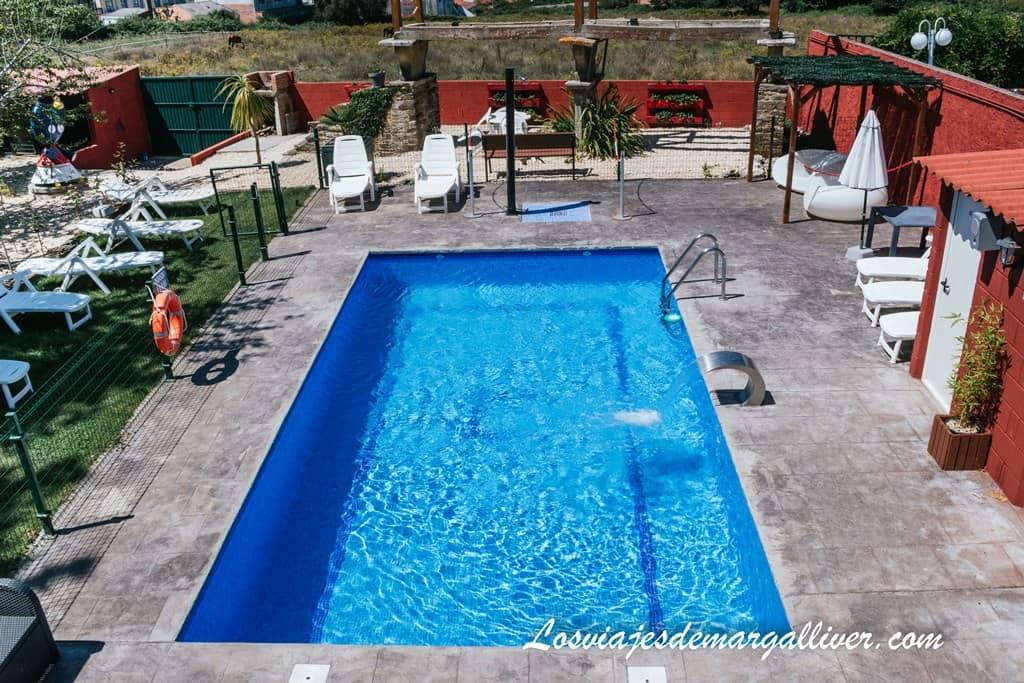 Piscina de Casa Costoya en Arzua, ideal para descansar en el Camino de Santiago Francés - Los viajes de Margalliver