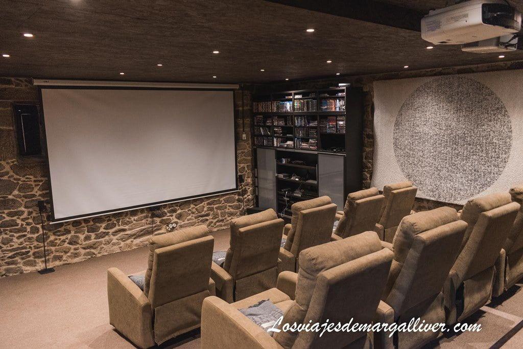 Sala de cine del Pazo de Laia en Palas de Rei - Los viajes de Margalliver