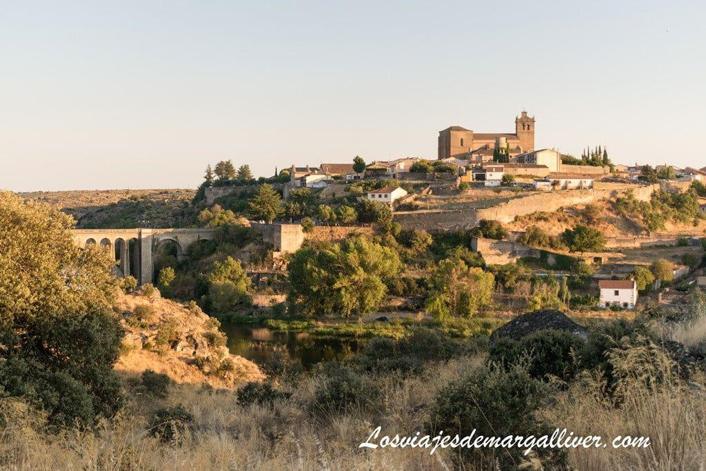 Panorámica del pueblo de Ledesma desde el mirador del parking del puente mocho - Los viajes de Margalliver