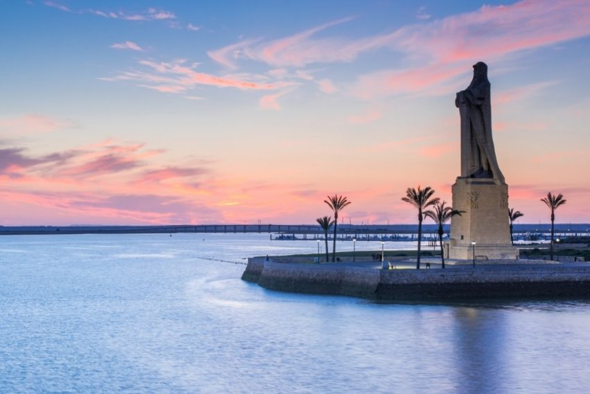 Estatua de Colón en Huelva Capital - Los viajes de Margalliver