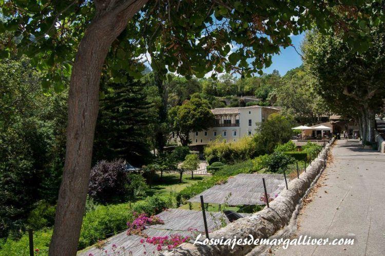 Ruta en coche por Mallorca, entrada de la granja de Sporles - Los viajes de Margalliver
