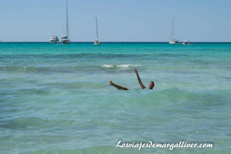 Ruta en coche por Mallorca, kike en la playa de Es Trenc - Los viajes de Margalliver